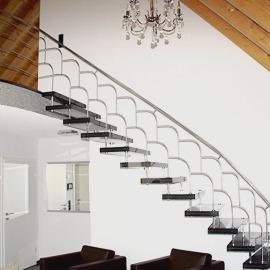 Sonderanfertigung Treppengeländer durch  Renovierung Sanierung Novik Design in Müllheim